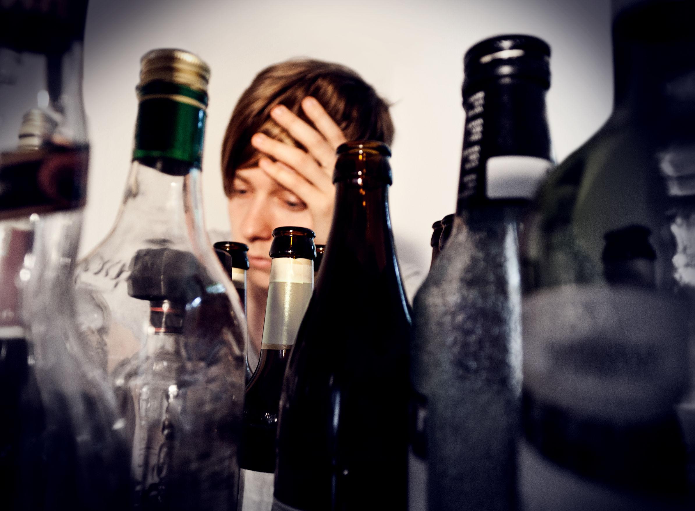 Alcoolismo: como se inicia e como acontece o tratamento