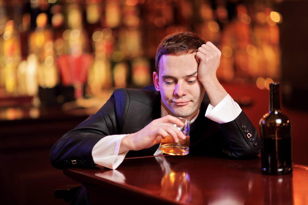 Como parar de beber definitivamente: Opções de tratamento e orientações