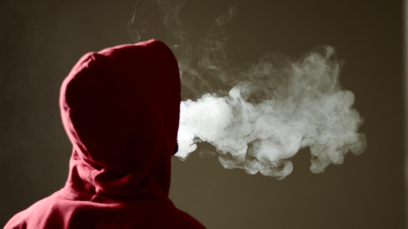 O que leva uma pessoa a usar drogas: entenda os motivos!