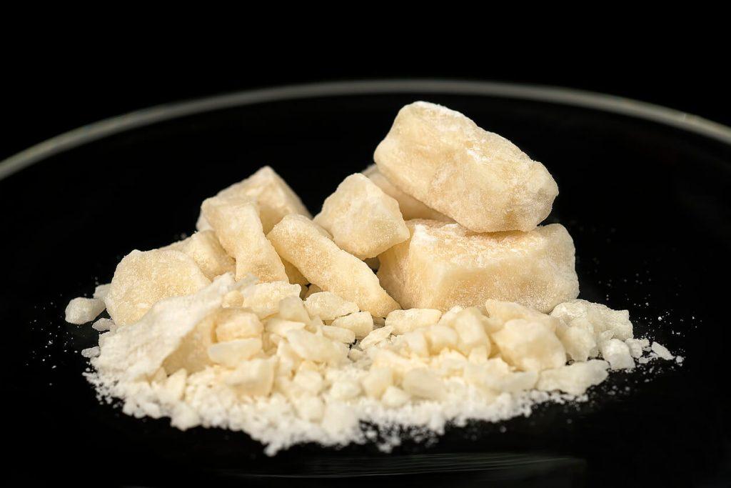 pedra de crack viciado em crack