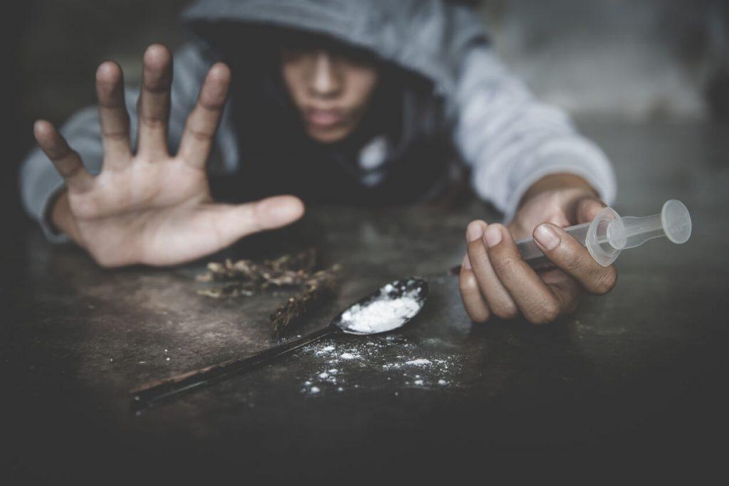 usuário com vários tipos de droga grupo recanto
