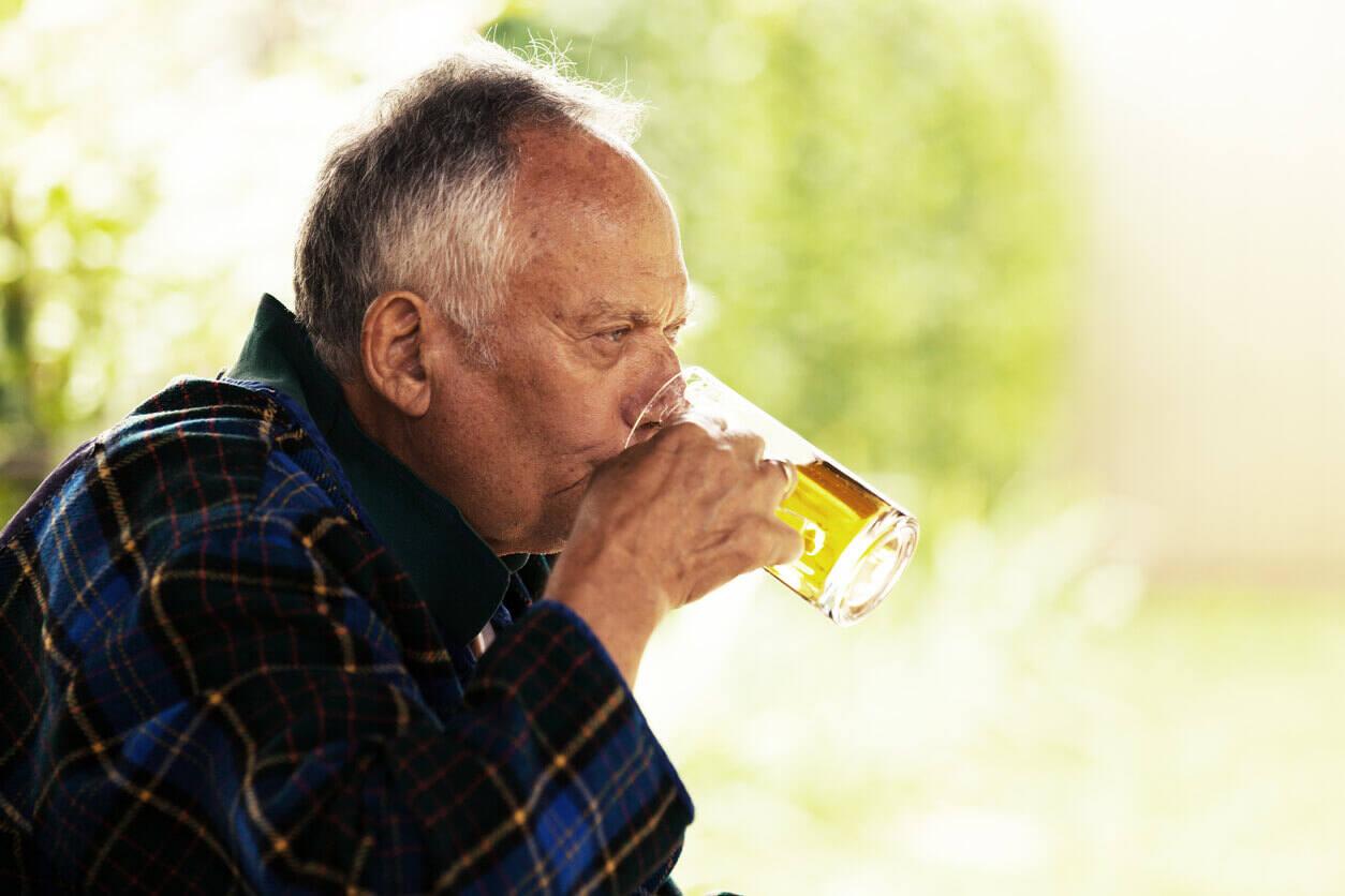Perfil de um alcoólatra: Tipos, sintomas e como identificar